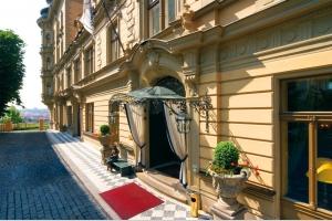 Le Palais Hotel